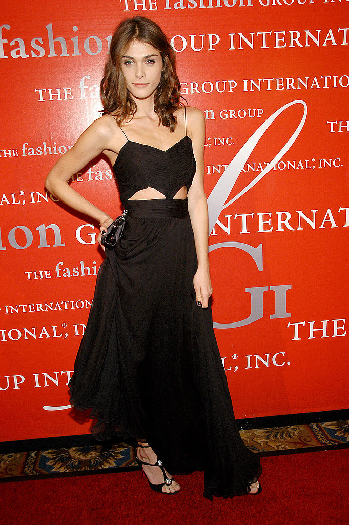 A sexy, bared midriff lends major sex appeal to this red-carpet look in '08.