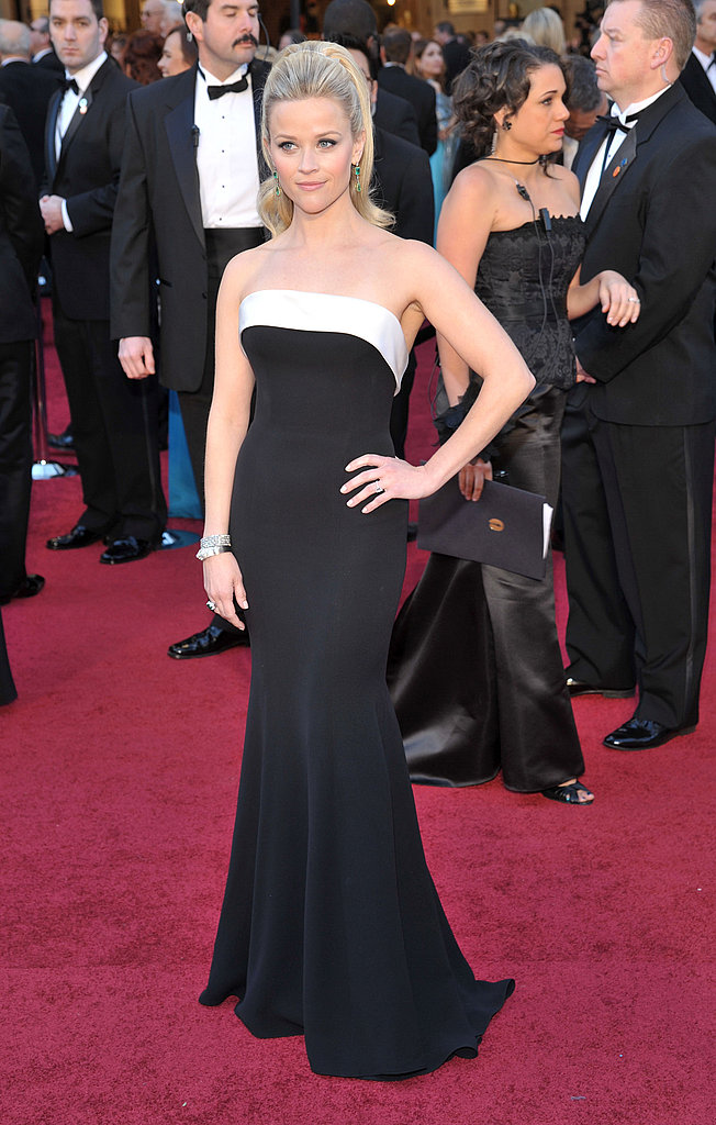 Reese Witherspoon in Armani Privé at 2011 Oscars
