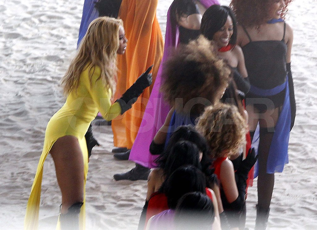 Beyoncé Knowles Makes a Bright Thigh-Baring Appearance For the Cameras