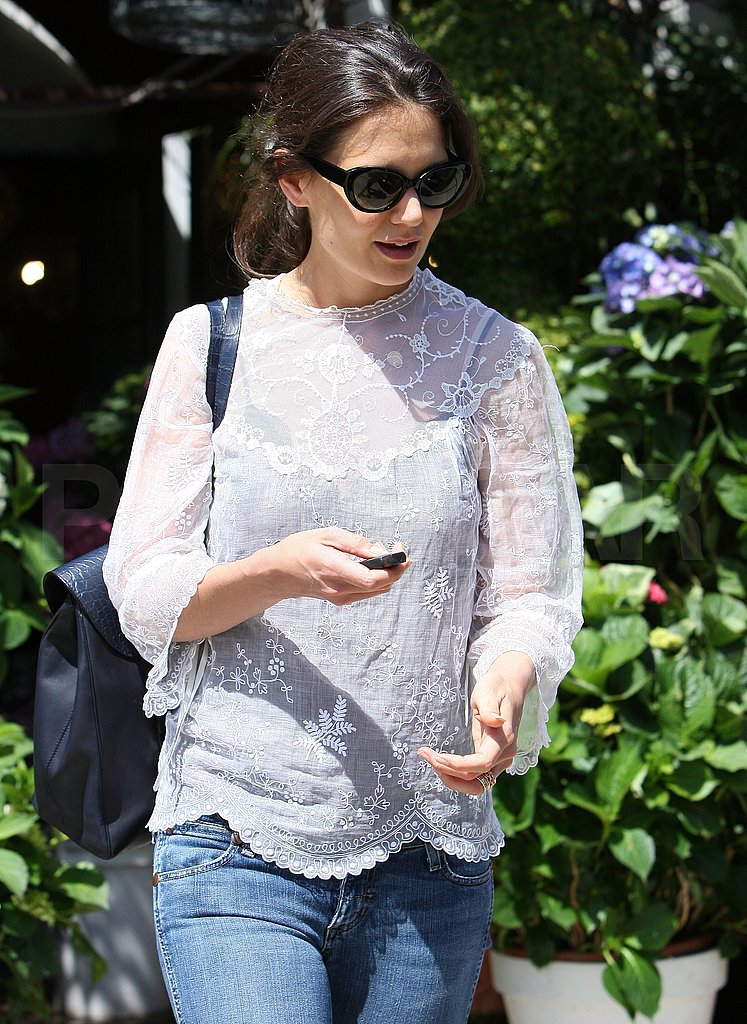 Katie Holmes Prepares For Suri's B-Day Party With Flowers