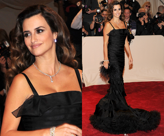 Penelope Cruz in Oscar de la Renta at the 2011 Met Gala