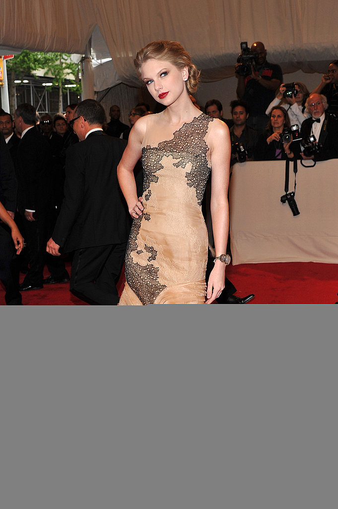 Taylor Swift Looks Lovely in a Lacy J. Mendel at the 2011 Met Gala