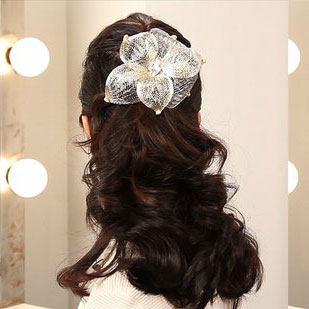 How to Create an Easy Wedding Hairstyle