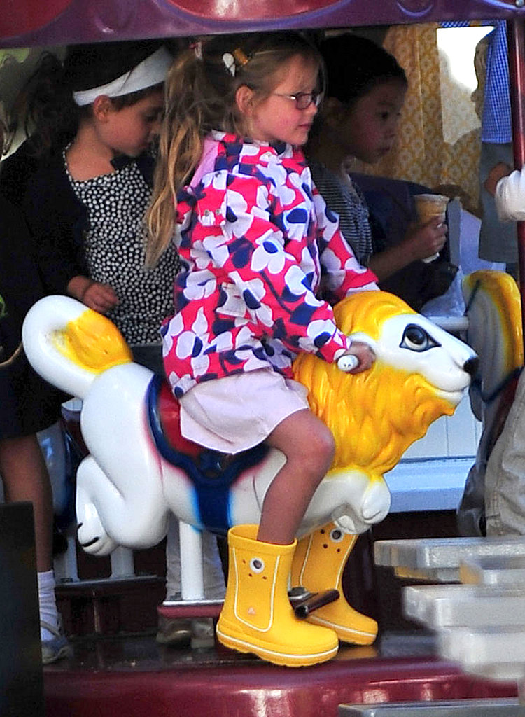 Jennifer Garner and Her Girls Have a Fun Afternoon Ride