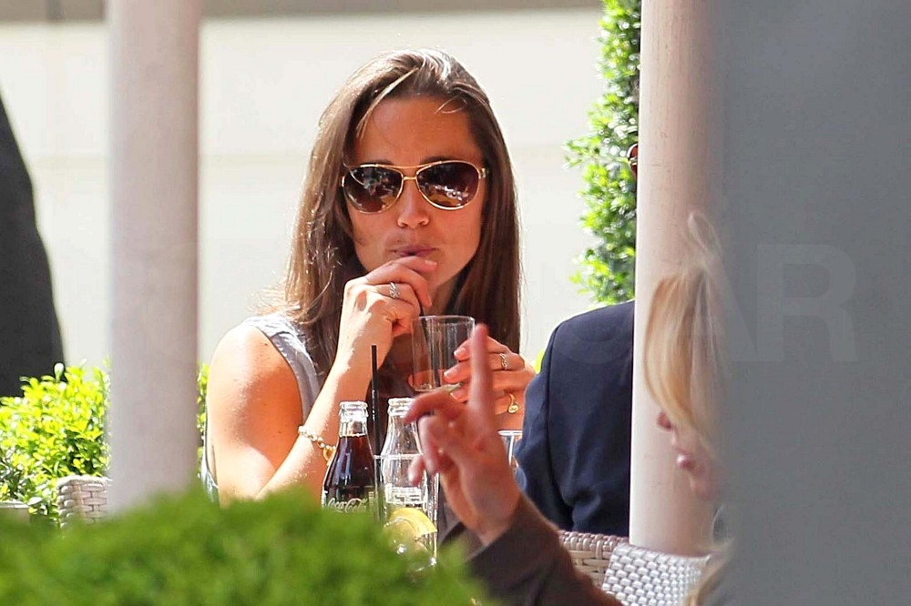 Pippa Middleton Takes Her Stylish Self For a London Stroll