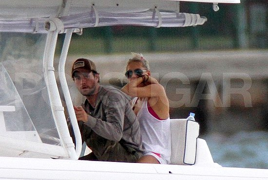 Enrique Iglesias and Anna Kournikova Cuddle Up on a Boat For Memorial Day