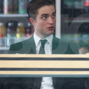 Robert Pattinson Pictures Shooting Cosmopolis 2011-05-29 08:54:49