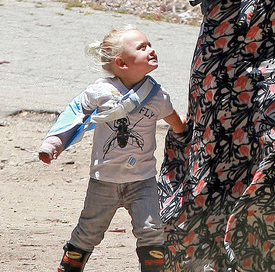 Gwen Stefani Pictures With Son Zuma Rossdale in a Cast