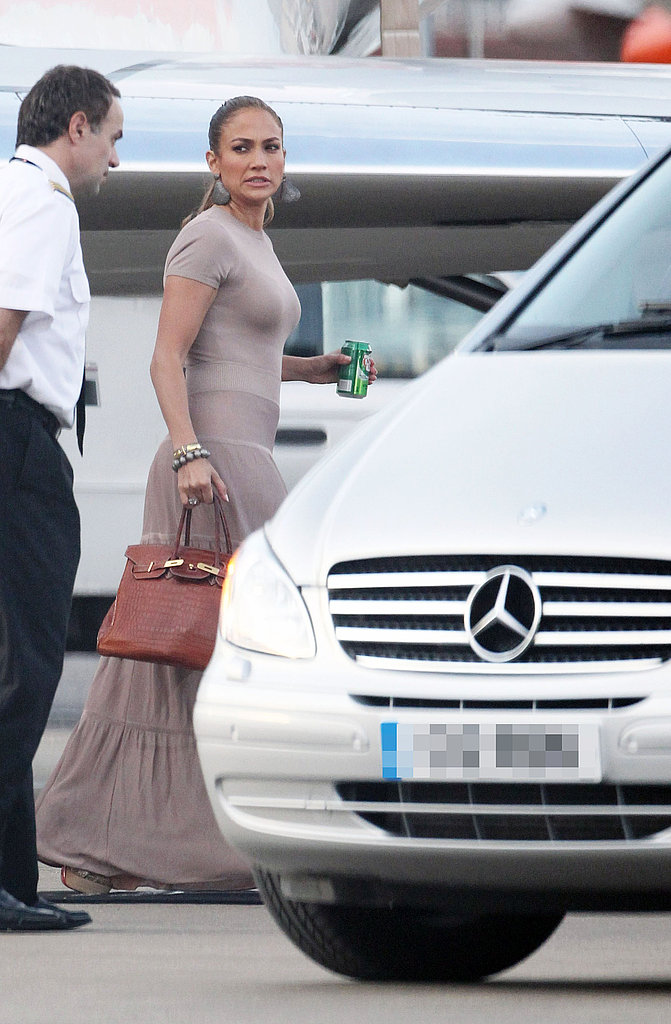 Jennifer Lopez Lands in London With Her Adorable Twins