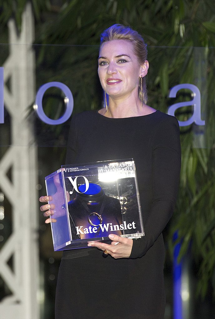 Kate Winslet proudly displayed her Yo Dona Award.