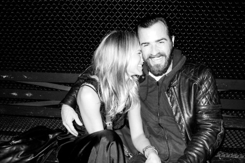 Jennifer Aniston and Justin Theroux Cuddle Up During a Night Out in NYC!