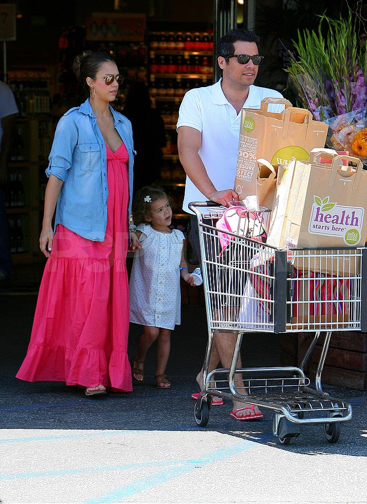 Jessica Alba went to Whole Foods with Cash Warren and Honor.