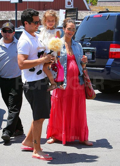 Jessica Alba, Cash Warren, and Honor went to Whole Foods in LA.