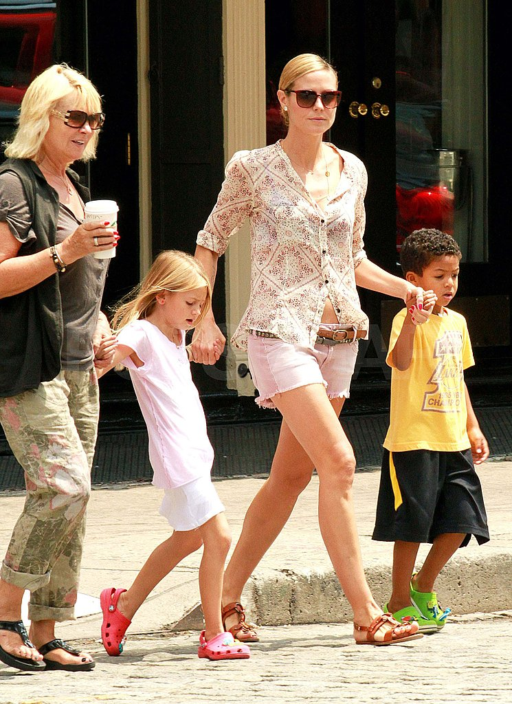 Heidi Klum crossed a street with her kids.