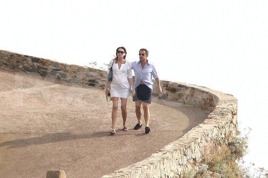 Carla Bruni-Sarkozy and Nicolas Sarkozy take a walk.