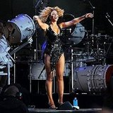 Beyoncé Knowles sings to the crowd.