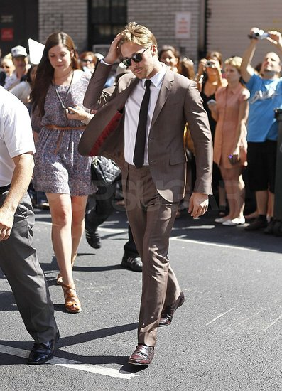 Ryan Gosling chose a brown suit.