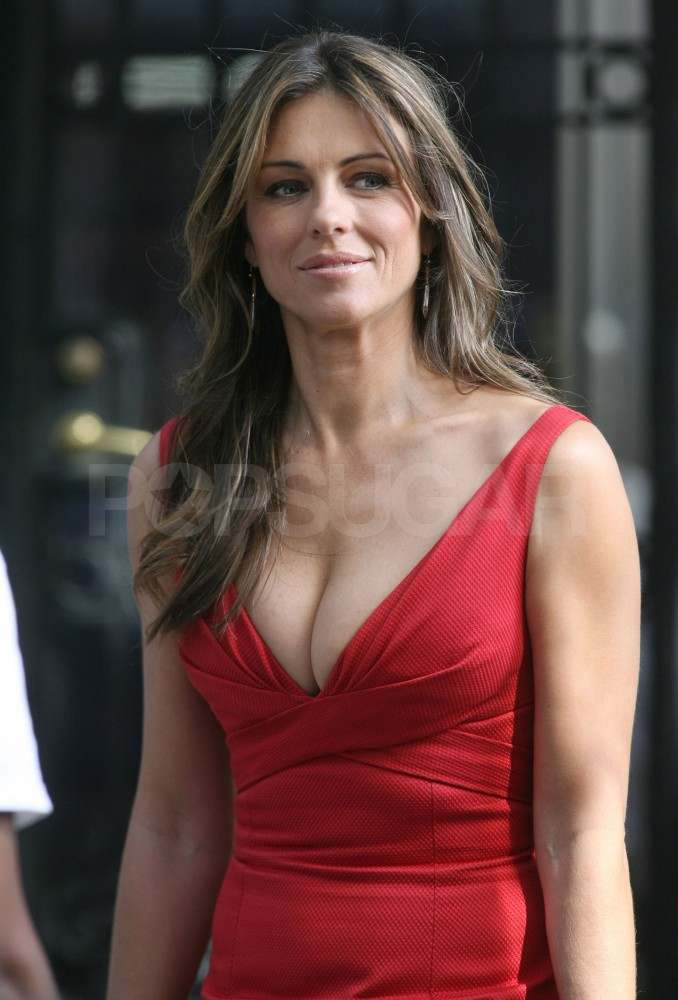 Elizabeth Hurley on the set of Gossip Girl.