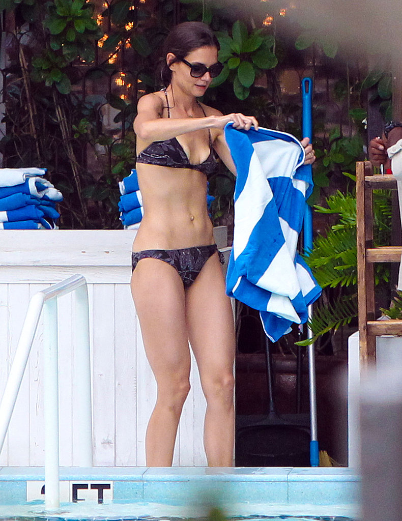 Bikini-Clad Katie Holmes Gives Tom Cruise a Big Kiss!
