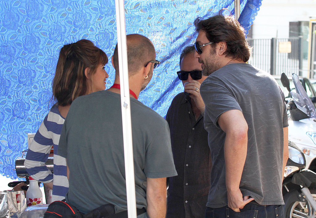 Penelope Cruz talks to Javier Bardem on the Bop Decameron set.