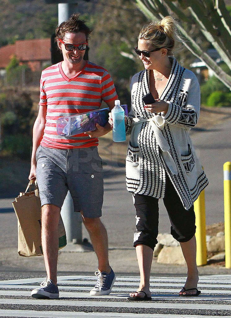 Kate Hudson and Matthew Bellamy had a day by the beach.