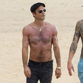 Justin Theroux Shirtless Pictures in Hawaii
