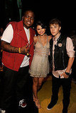 Sean Kingston and Justin Bieber pose with Selena Gomez.