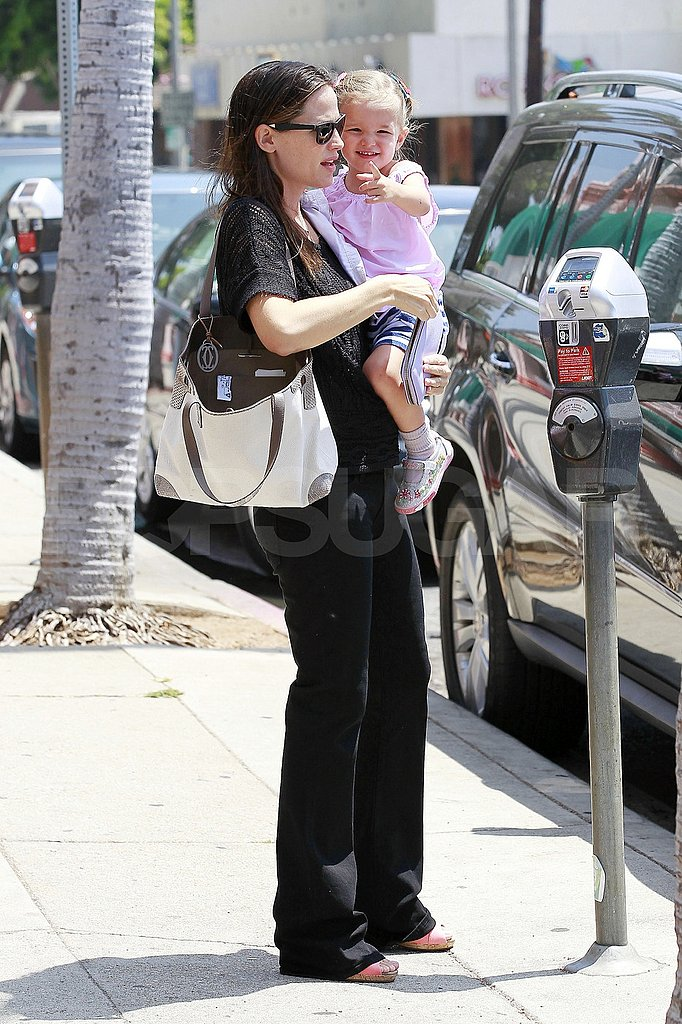 Jennifer Garner runs errands with Seraphina Affleck.