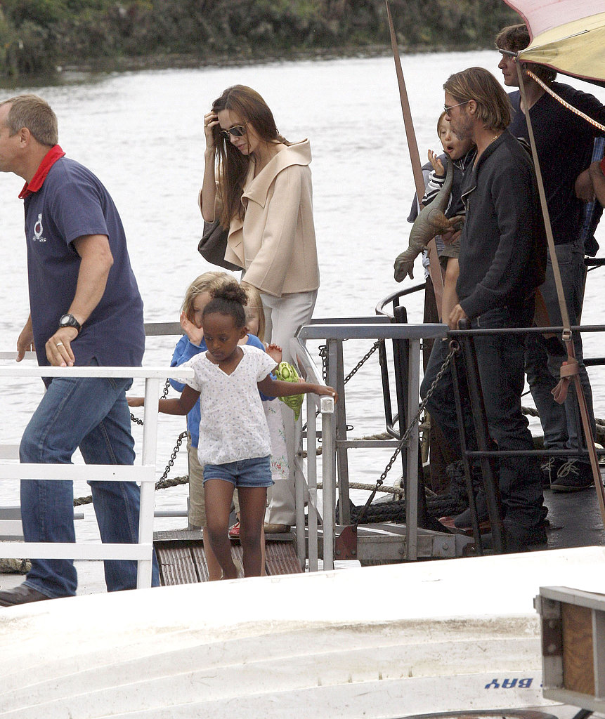 Zahara carefully stepped onto the boat.