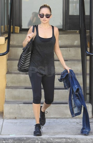 Nicole Richie wore a black tank and capris.