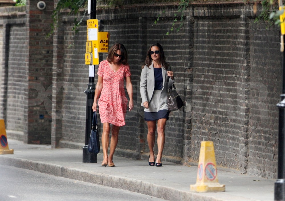 Pippa Middleton shops with mom Carole.
