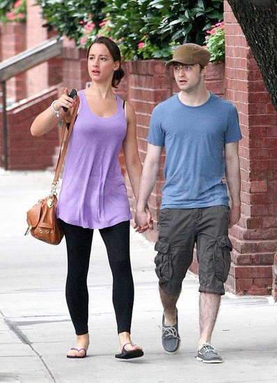 Daniel Radcliffe and his girlfriend walked around the city.
