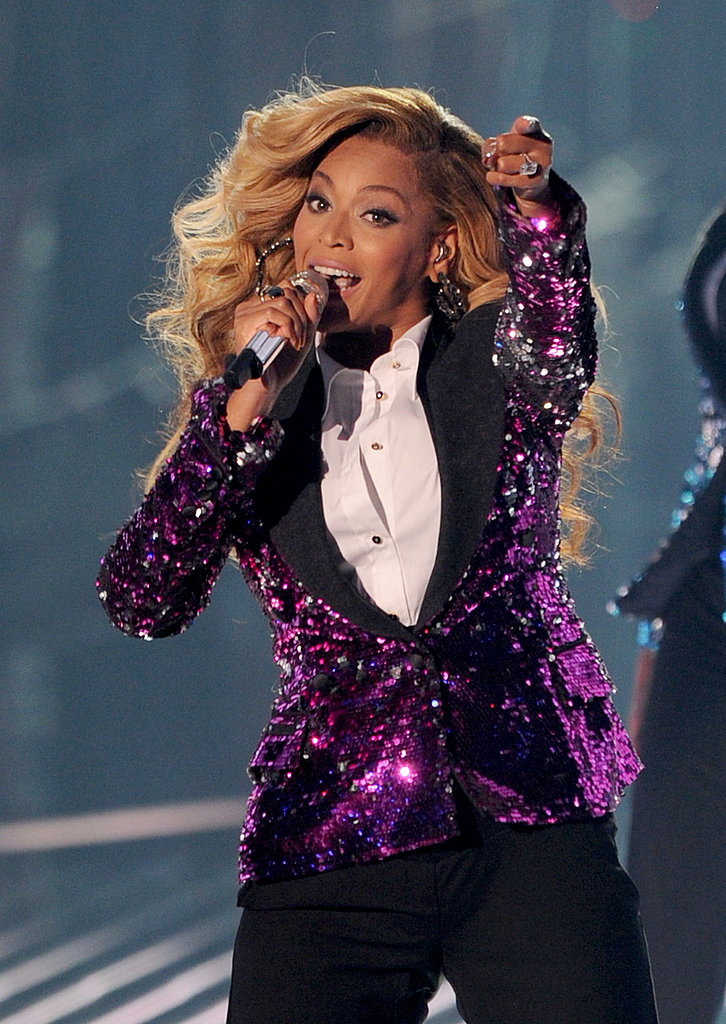 Beyoncé performs at the 2011 MTV VMAs.
