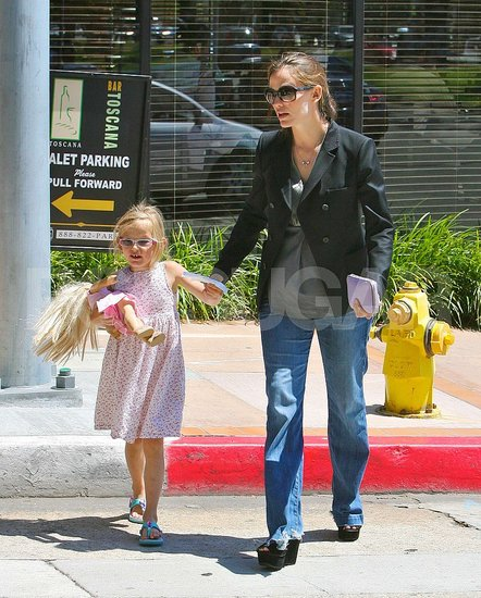 Jennifer Garner and Violet Affleck held hands running errands around LA.