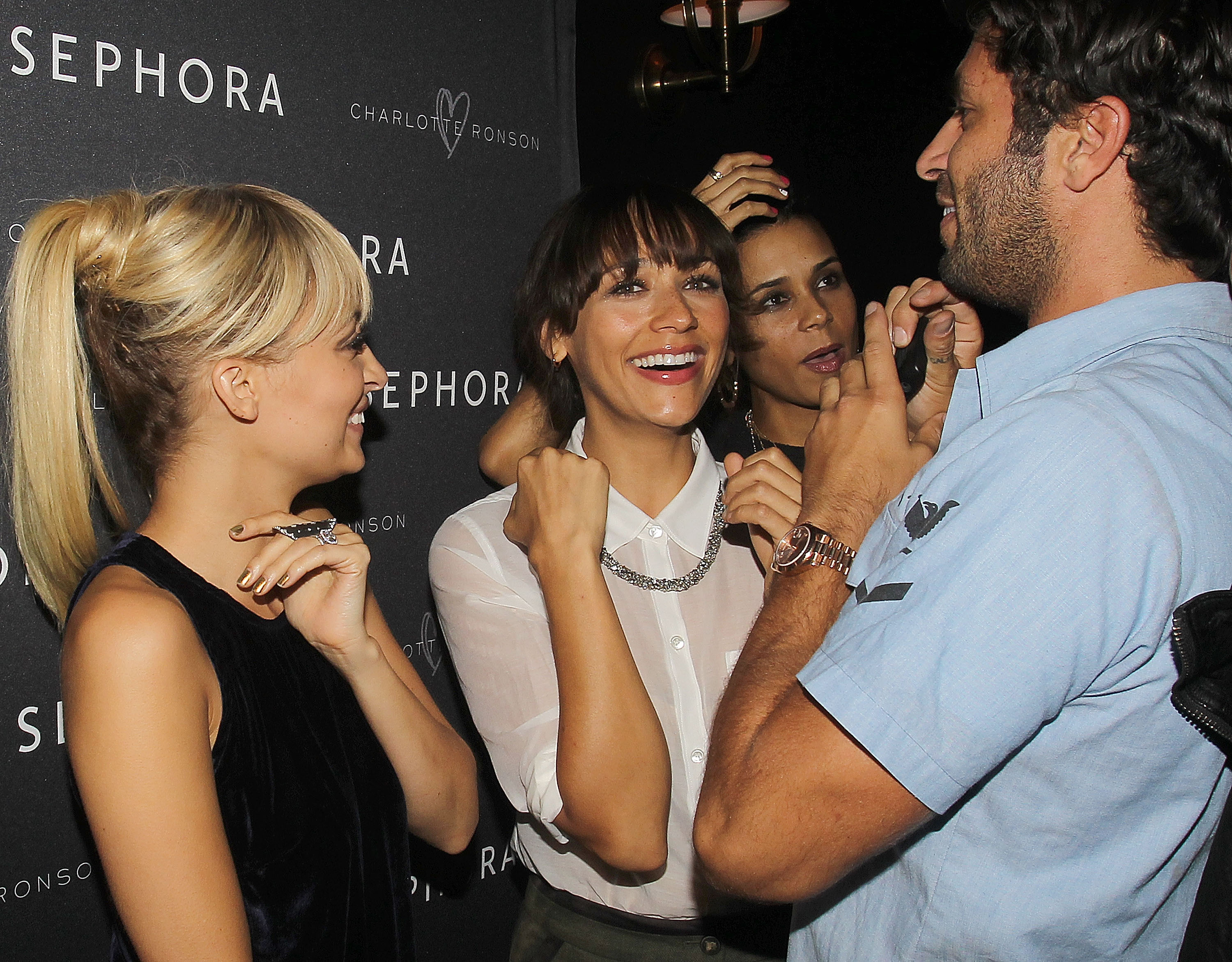 Nicole Richie and Rashida Jones had a laugh.