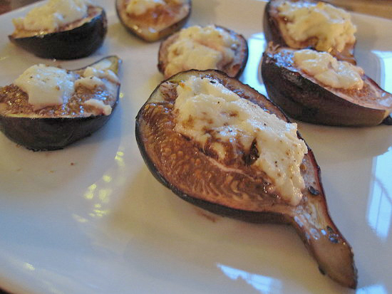 Oven-Baked Figs With Goat Cheese