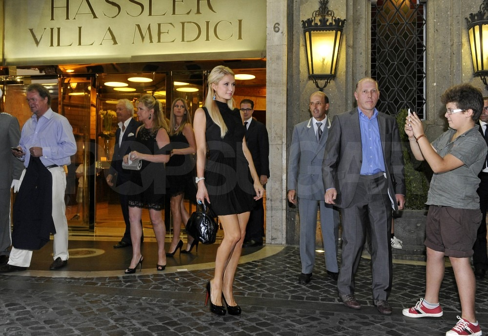Paris Hilton posed for photos outside her hotel.