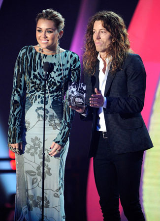 Miley Cyrus and Shaun White teamed up to present an award.
