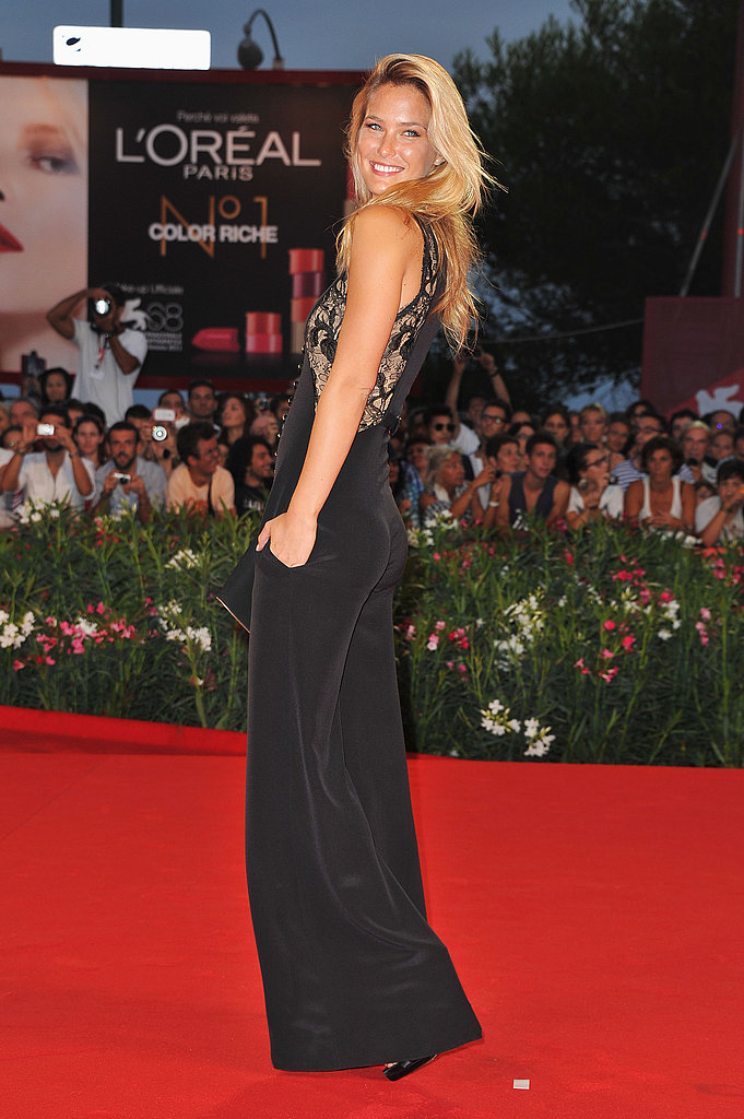 Bar Refaeli wears a pantsuit to the premiere of Carnage.