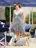Pregnant Jennifer Garner on the beach with Violet.