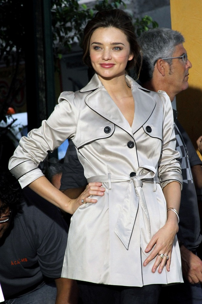 Miranda wore a simple khaki trench for the shoot.