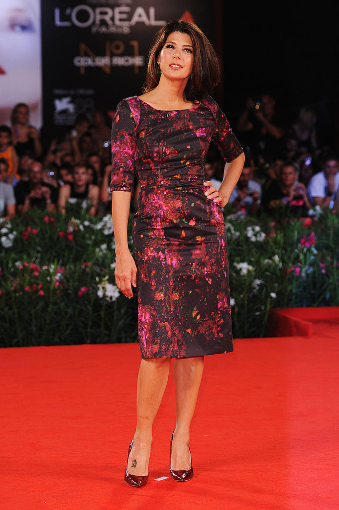 Marisa Tomei paired a printed dress by Erdem with dark red pumps.