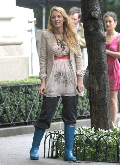 Blake Lively Makes the Best of Her Rainy Day Situation on Set
