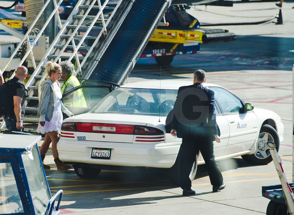 Britney Spears gets great VIP service.