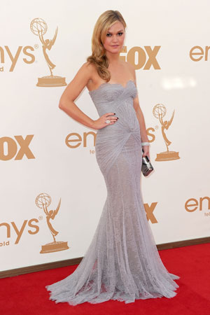 Julia Stiles posed on the Emmys red carpet.