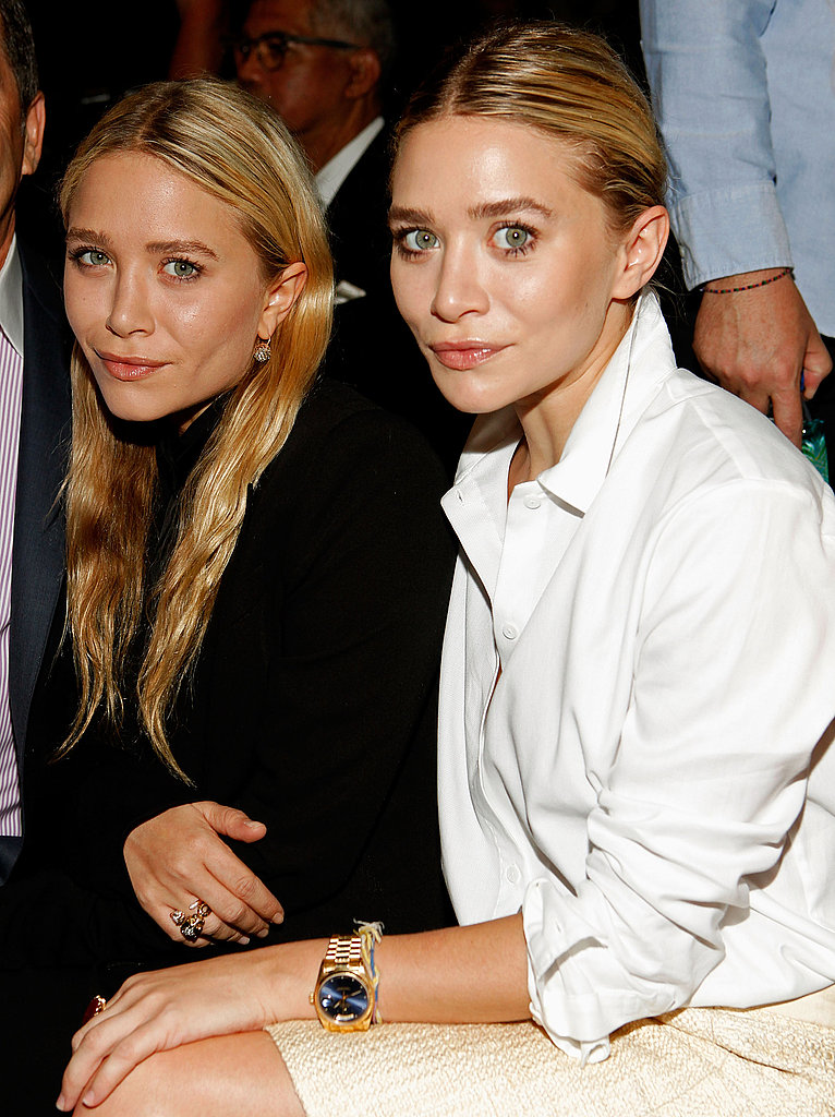 Mary-Kate and Ashley wore simple black and white for the viewing.