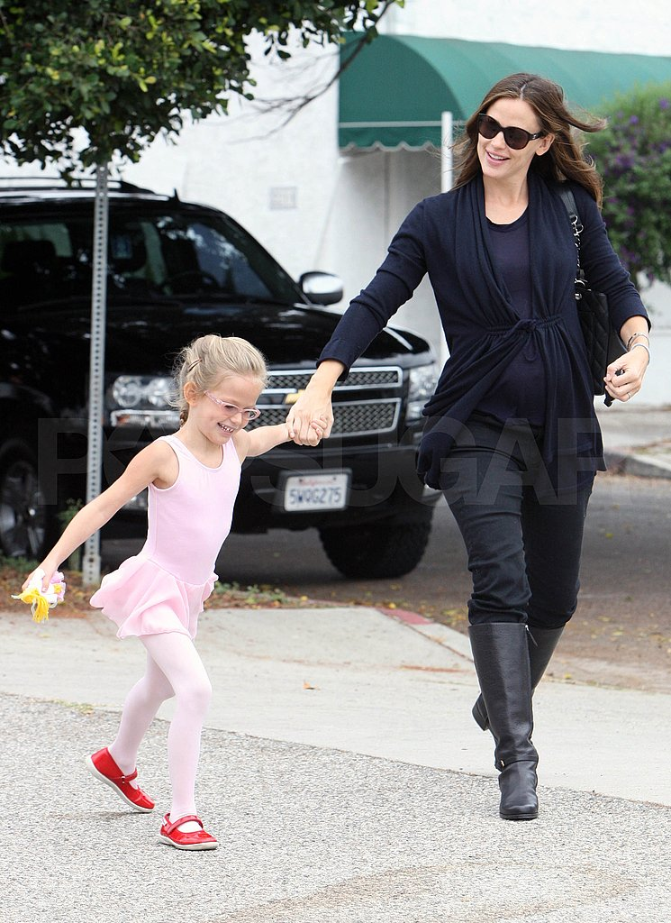 Pregnant Jennifer Garner with daughter Violet.