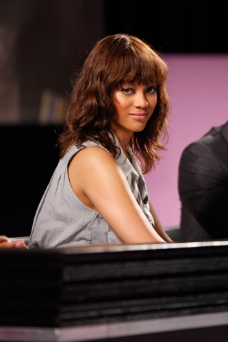 Tyra Banks wore a wavy hairdo throughout the episode.  Photo courtesy of The CW
