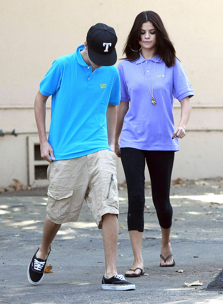 Selena Gomez and Justin Bieber headed out of the LA Zoo.