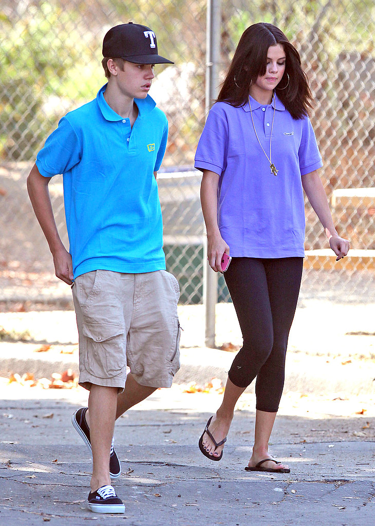 Selena Gomez and Justin Bieber stayed close after their trip to the Los Angeles Zoo.